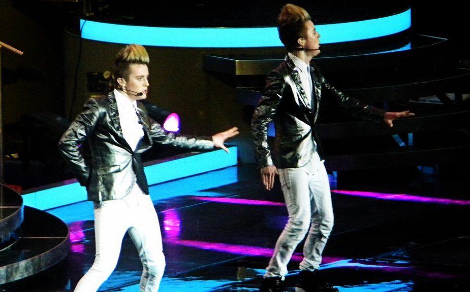1024px-John_&_Edward_(Live_X_Factor_2010)_4