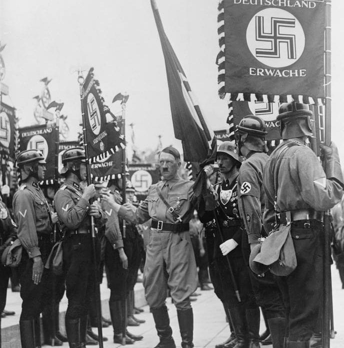 adolf-hitler-with-nazi-storm-troopers-everett